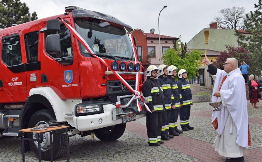 Uroczystość przekazania samochodu ratowniczo-gaśniczego dla jednostki OSP Wolbrom