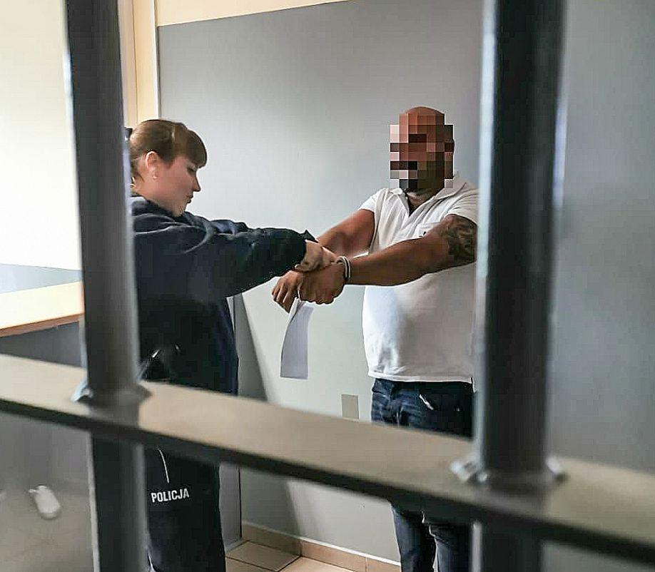 Olkuscy policjanci zatrzymali podejrzanych o udział w oszustwach