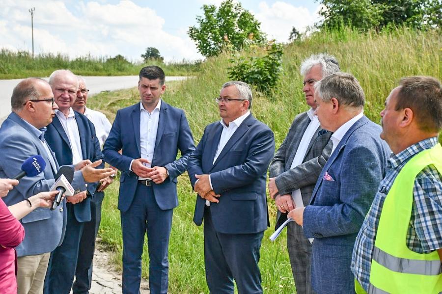 Powstanie wiadukt nad przejazdem kolejowym LHS w Uniejowie Rędzinach